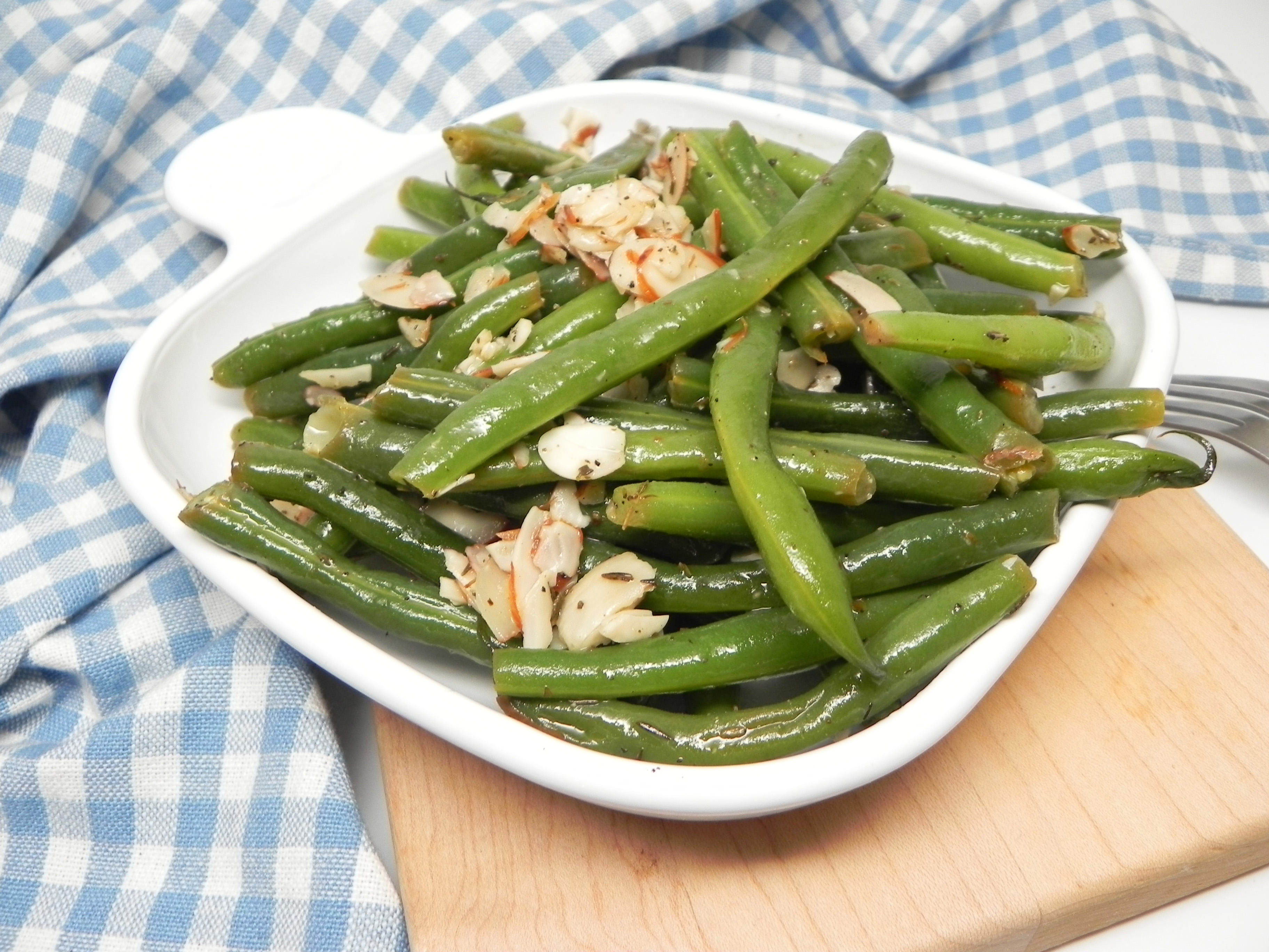 Lemony Green Beans with Walnuts and Thyme