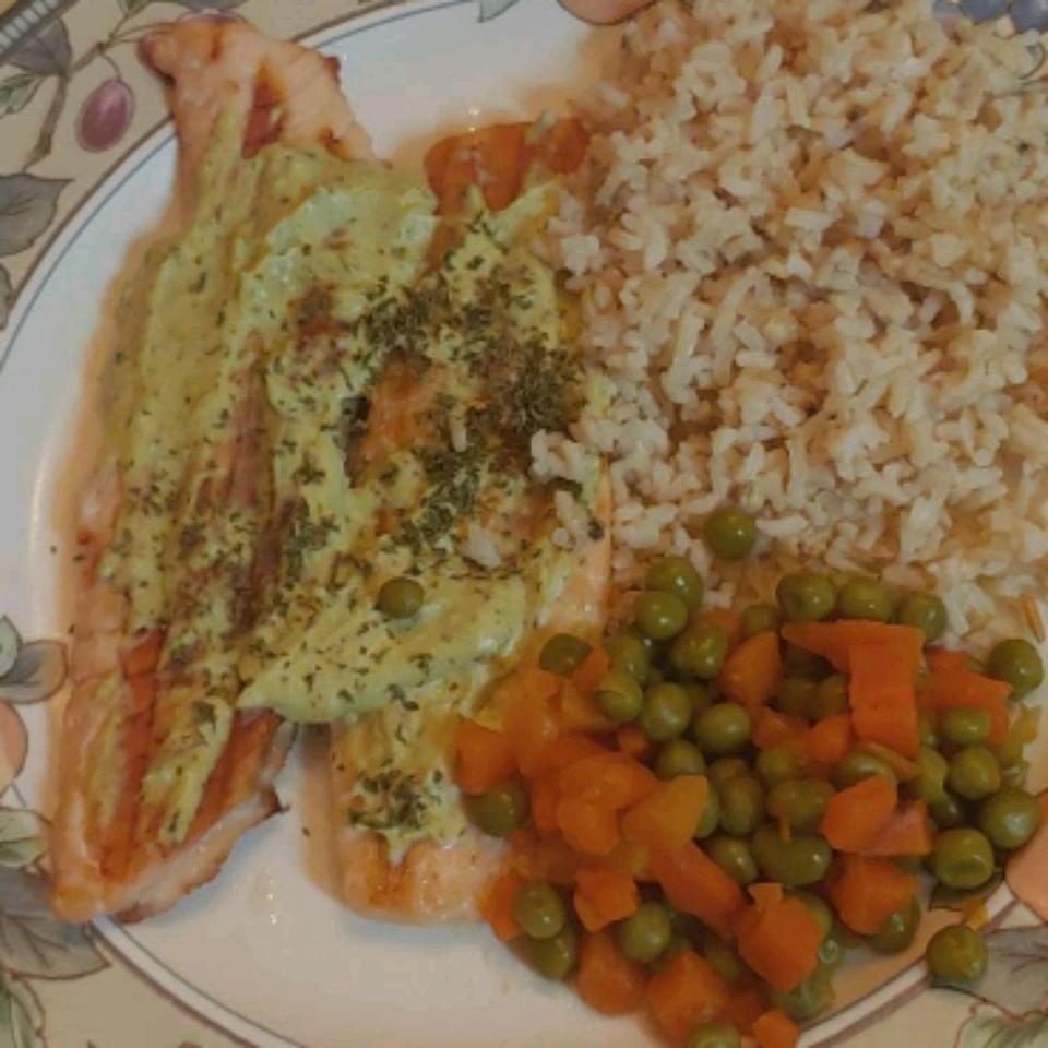 Grilled Salmon with Creamy Pesto Sauce