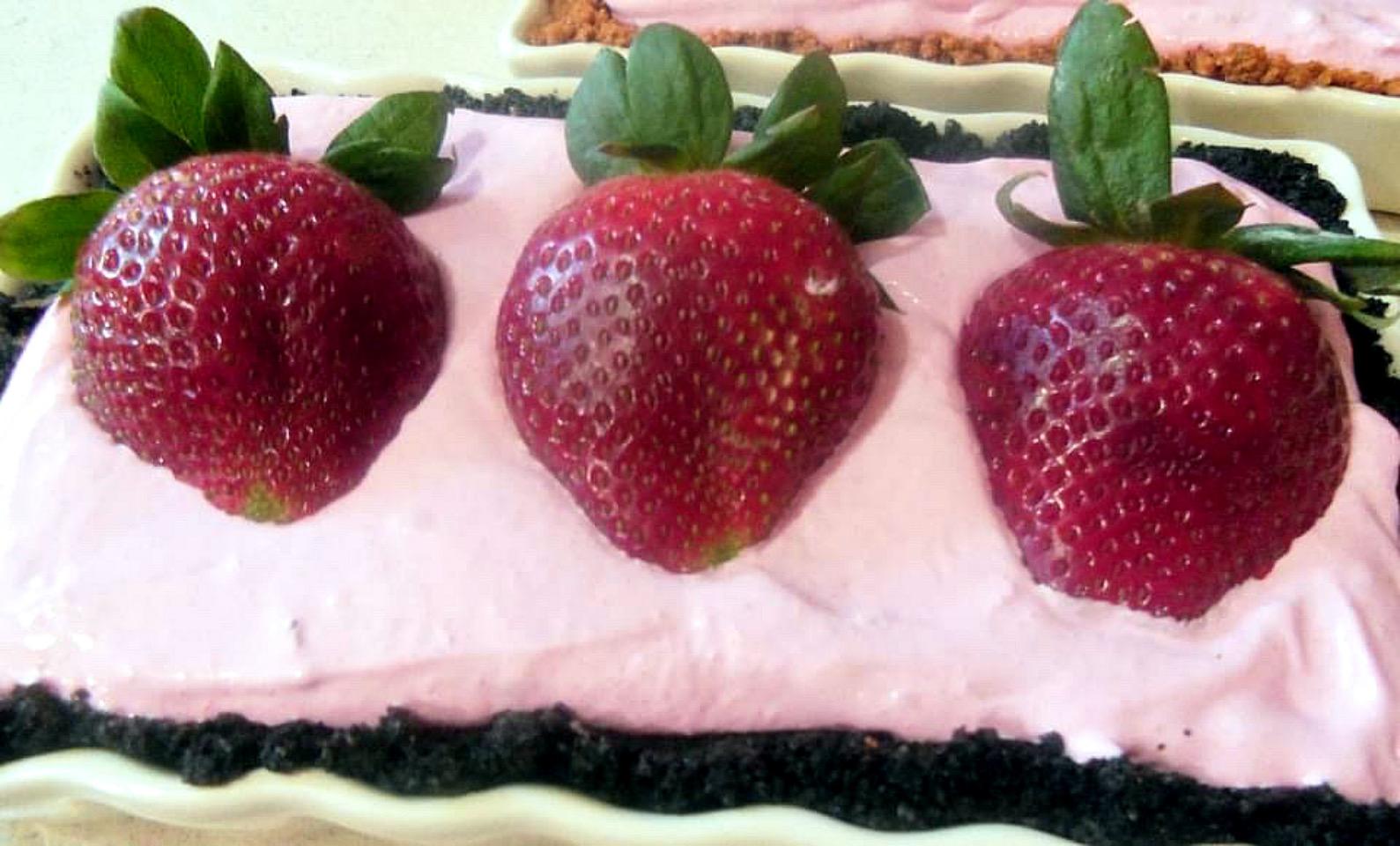 Strawberry Yogurt Pie I Peggianne