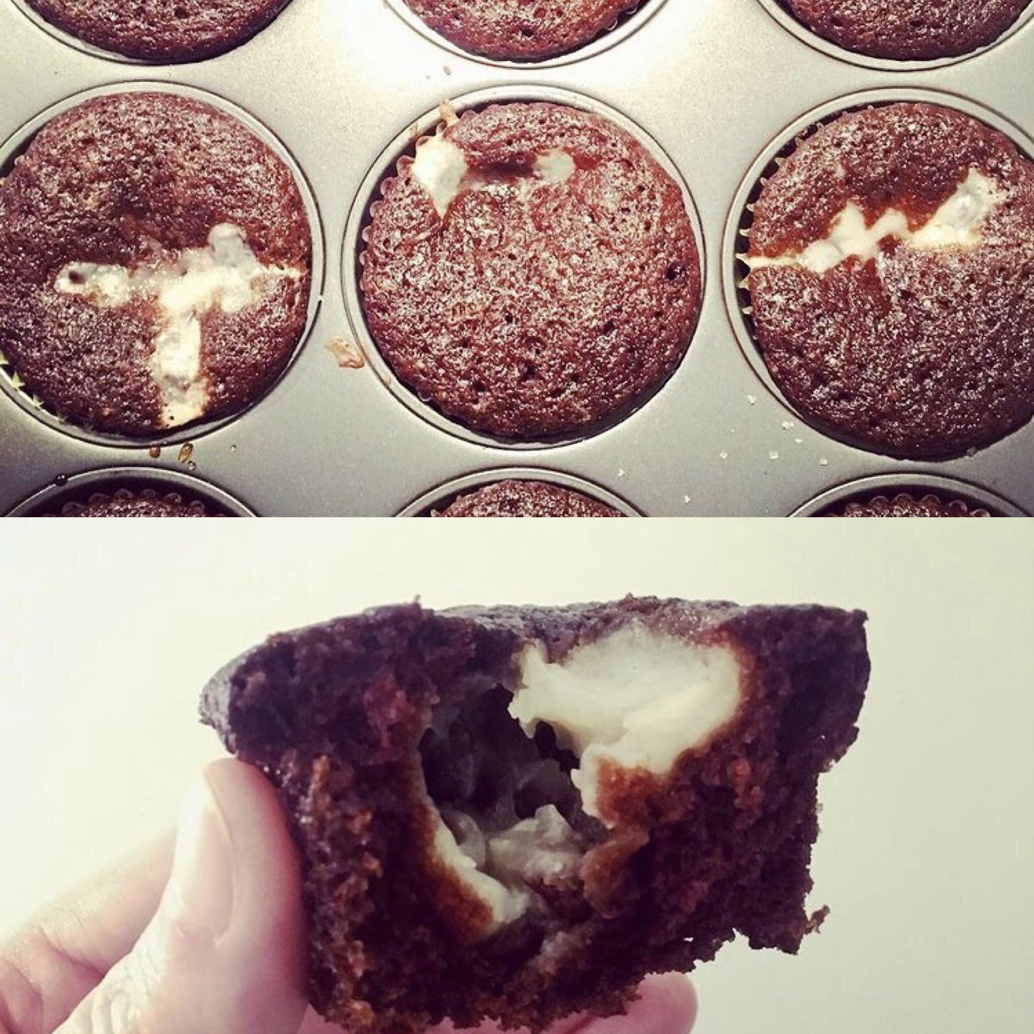 Easy Cheesecake-Filled Cupcakes (Vegan)