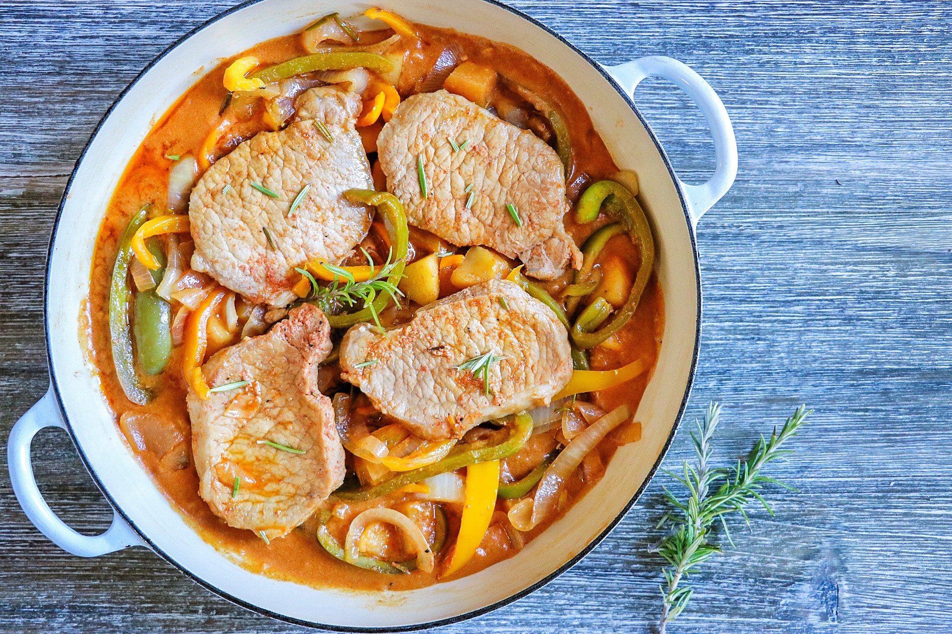 Pan-Fried Pork Chops with Apple and Pepper Gravy