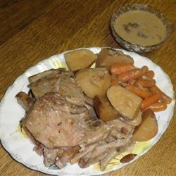 Simple Slow Cooker Pork Chops patroe