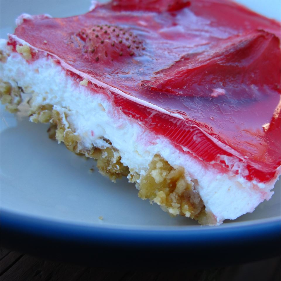 Old-Fashioned Strawberry Pretzel Salad
