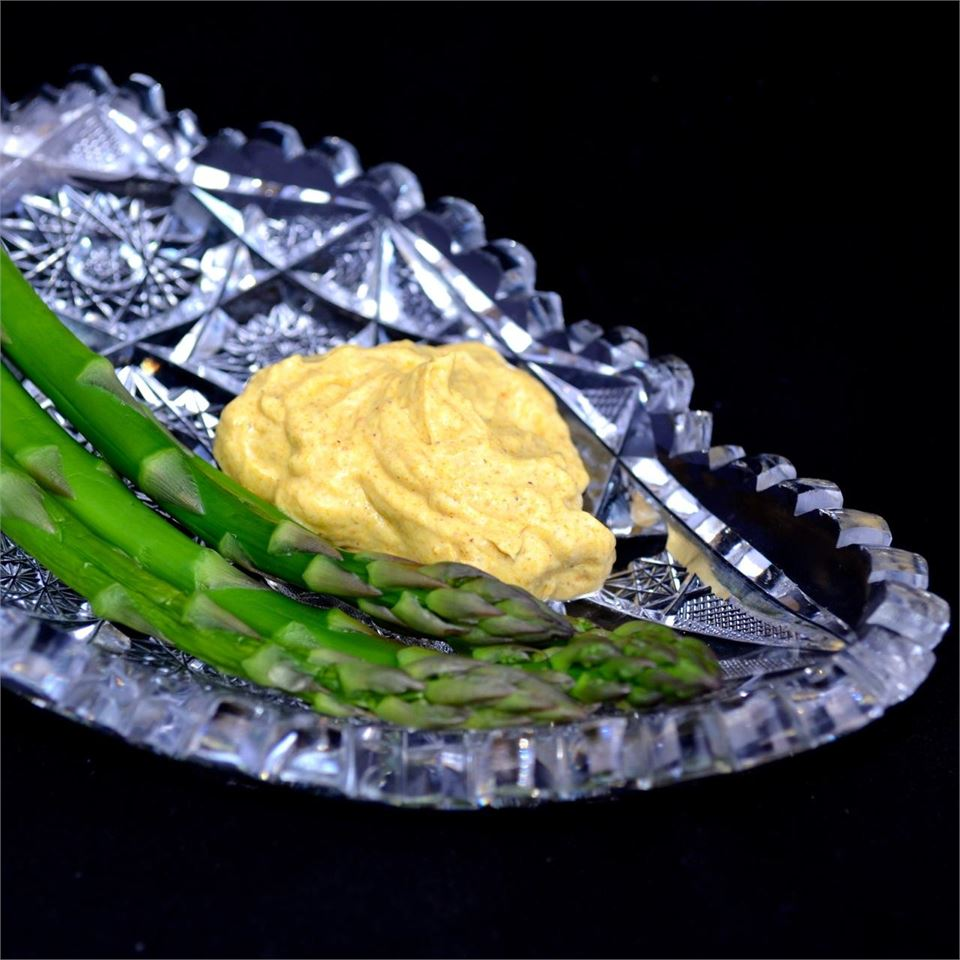 Cold Asparagus with Curry Dip