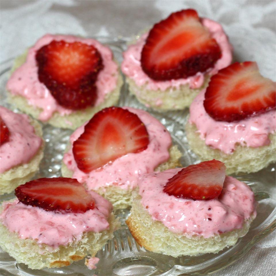 Creamy Strawberry Sandwiches