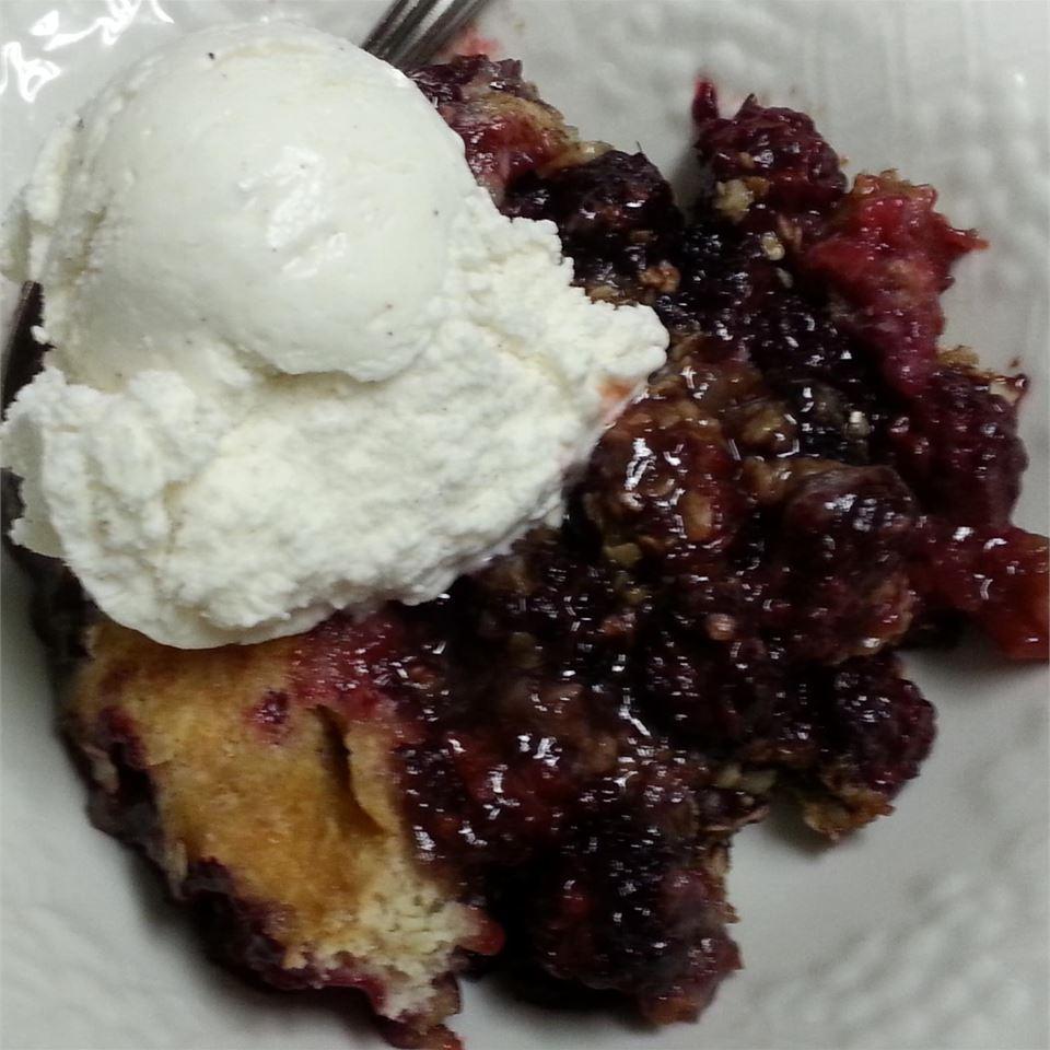 Easy Blackberry Crumble Cake sldavis86
