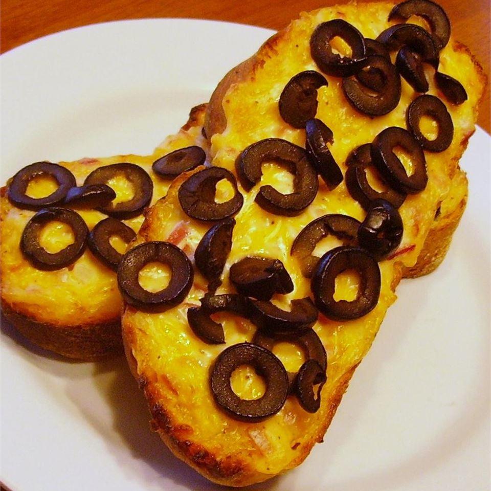 Hot Cheddar-Olive Bread Amy Brolsma