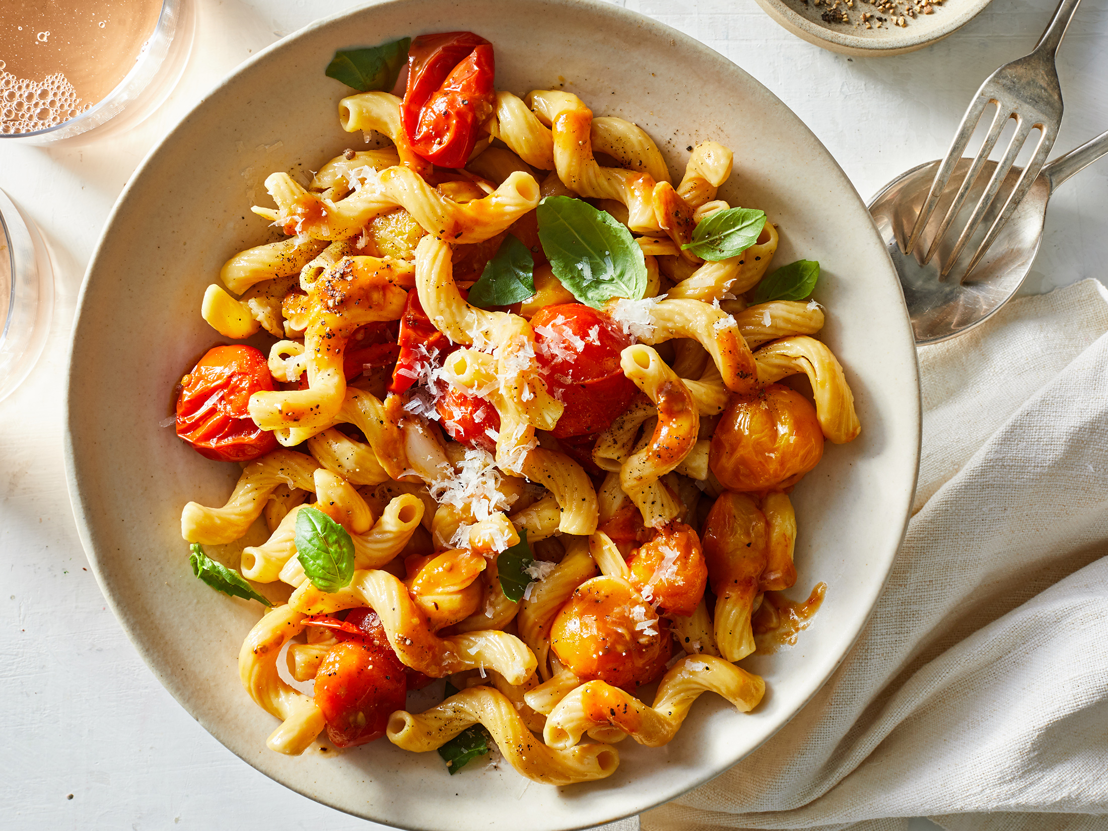 Pasta with Fresh Cherry Tomato, Garlic, and Basil Sauce