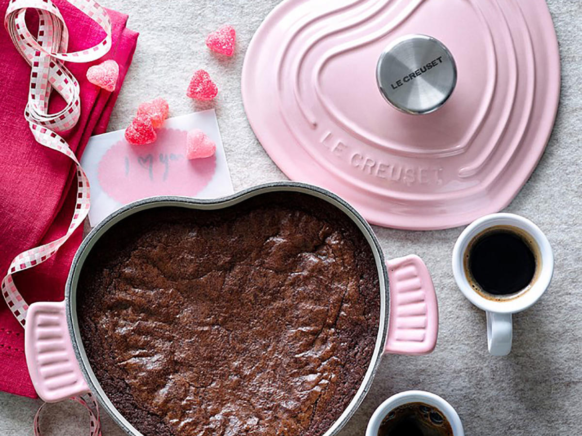 le-creuset cast-iron heart-shaped dutch oven