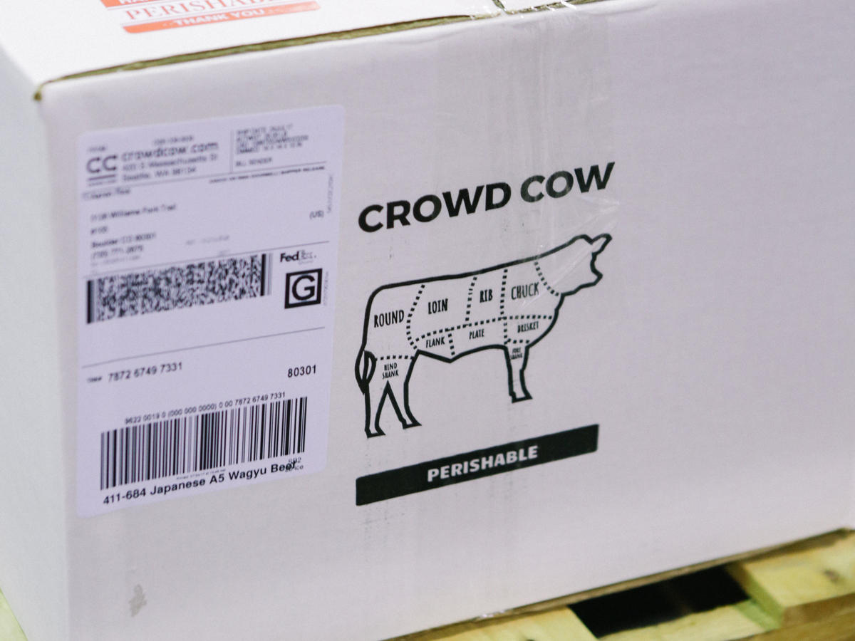 1805w Crowd Cow Box