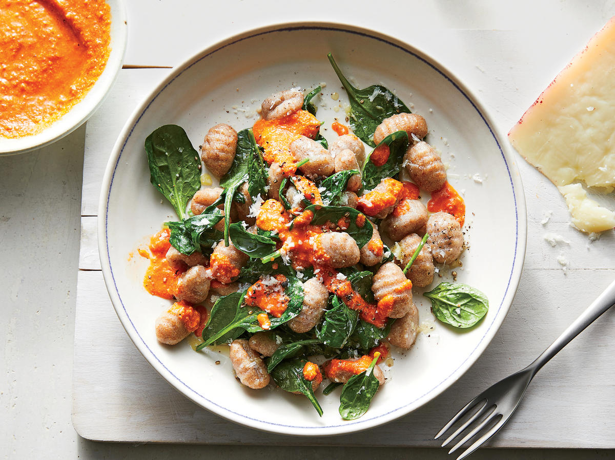 Gnocchi With Spinach and Pepper Sauce