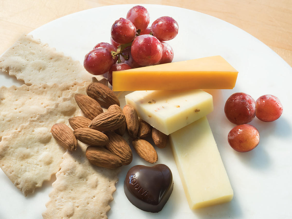 1808w Delta Cheese Plate