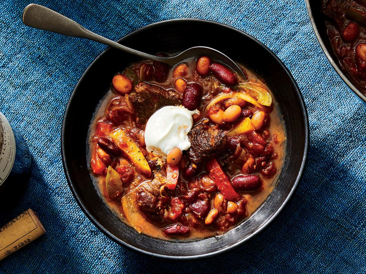 1810 - Dutch Oven Article - Steak Fajita Chili