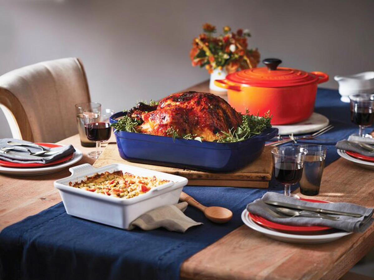 Le Creuset Cast Iron Round Dutch Oven Tout
