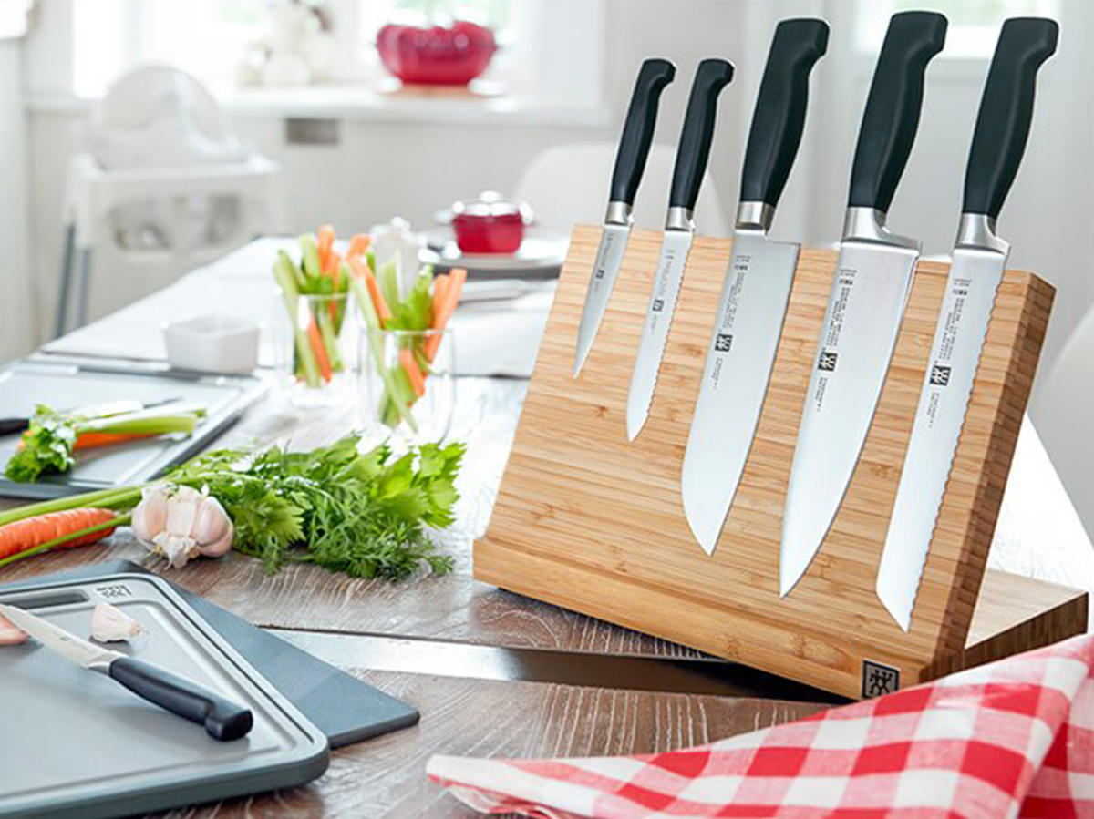 zwilling-use-and-care-knives-knive-storage-tout.jpg