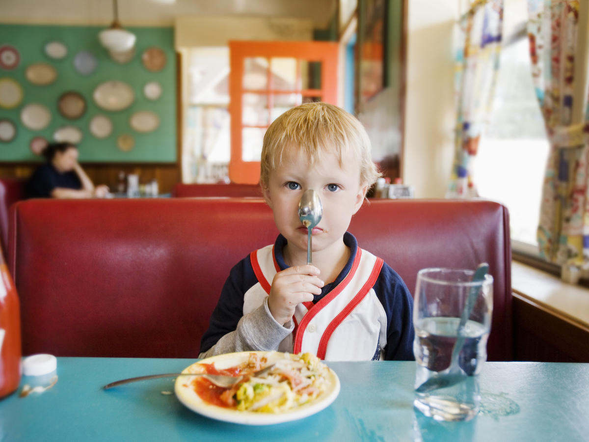 How to Get Your Kids to Eat Healthier in aRestaurant