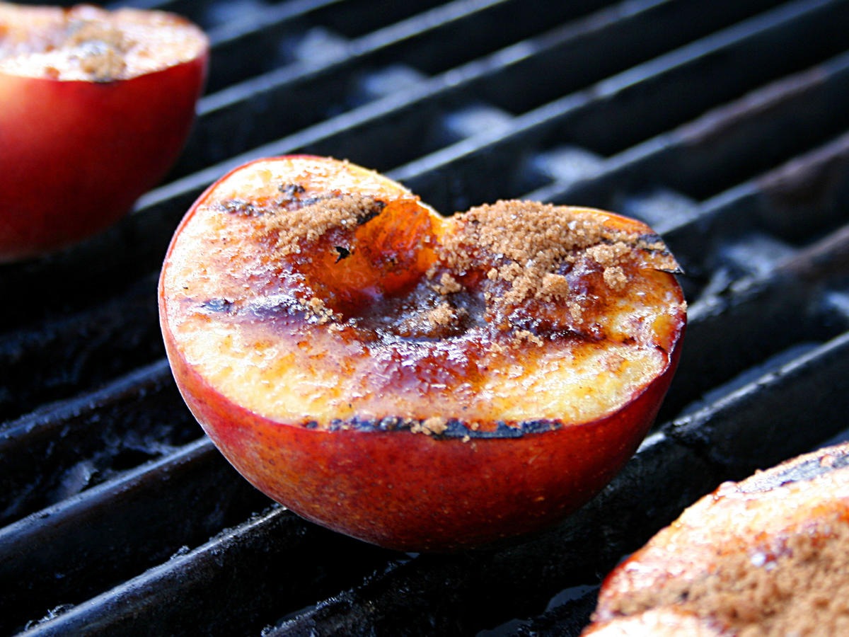 The Dos and Don'ts of Grilling Fruit