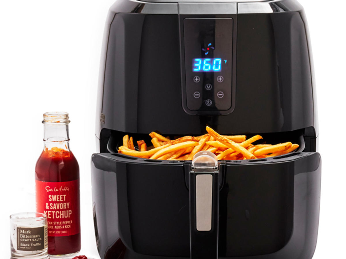 Air Fryer Machine with fries