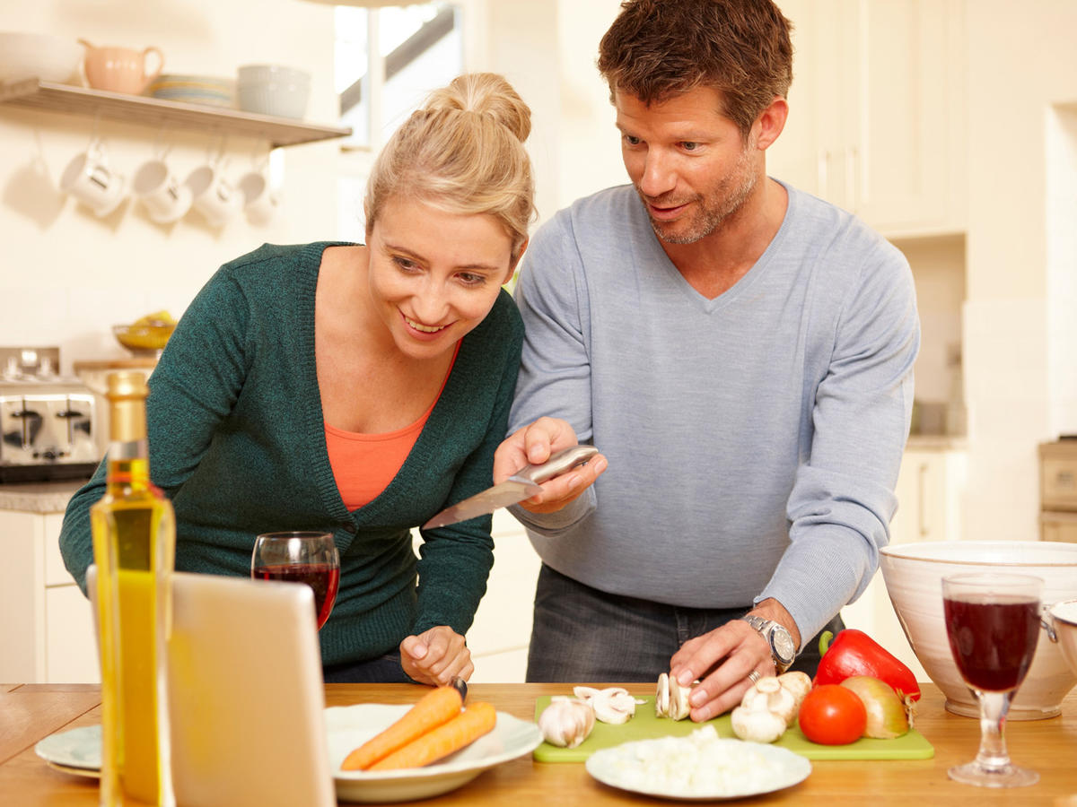1602w-getty-couple-cooking.jpg