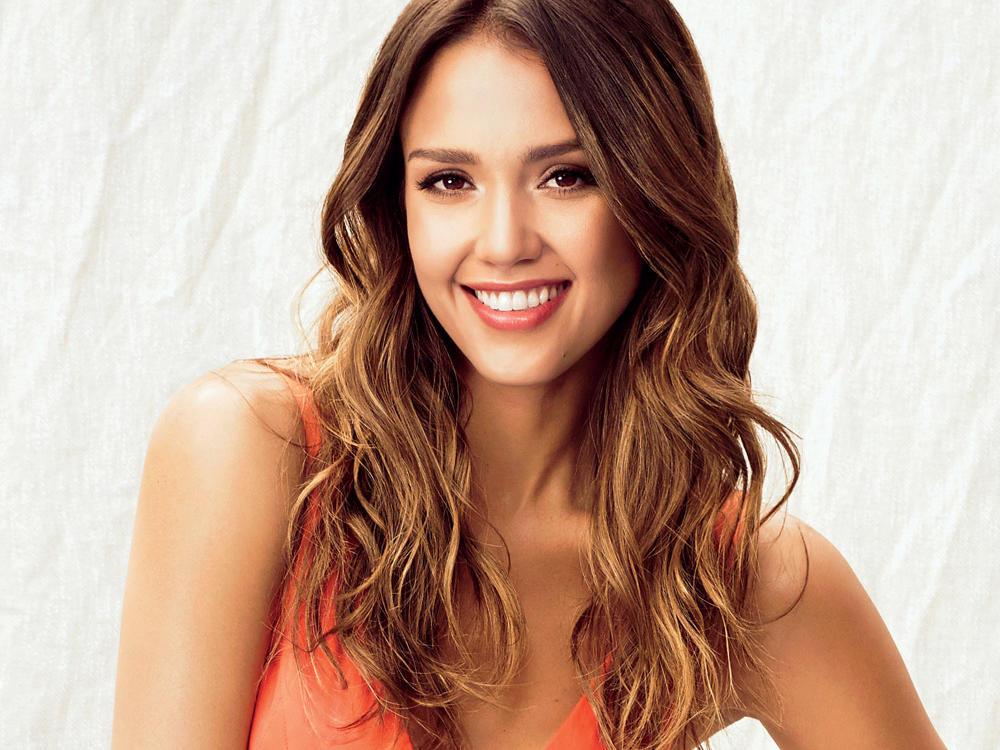 Jessica Alba Swears by This Olive Oil Spray—And 3 More Products