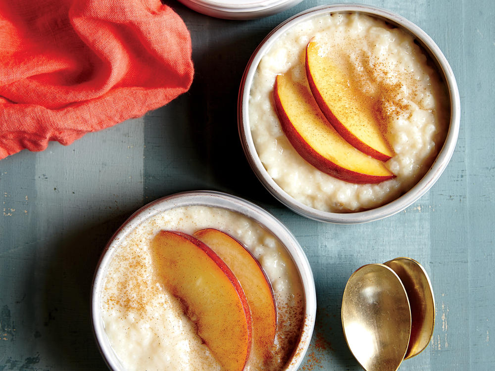 slow cooker cardamom rice pudding with fresh peaches