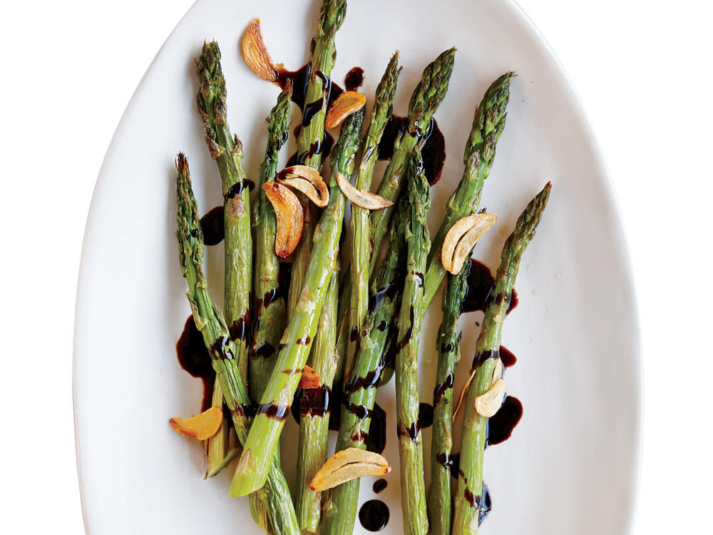 Asparagus with Garlic and Balsamic Reduction