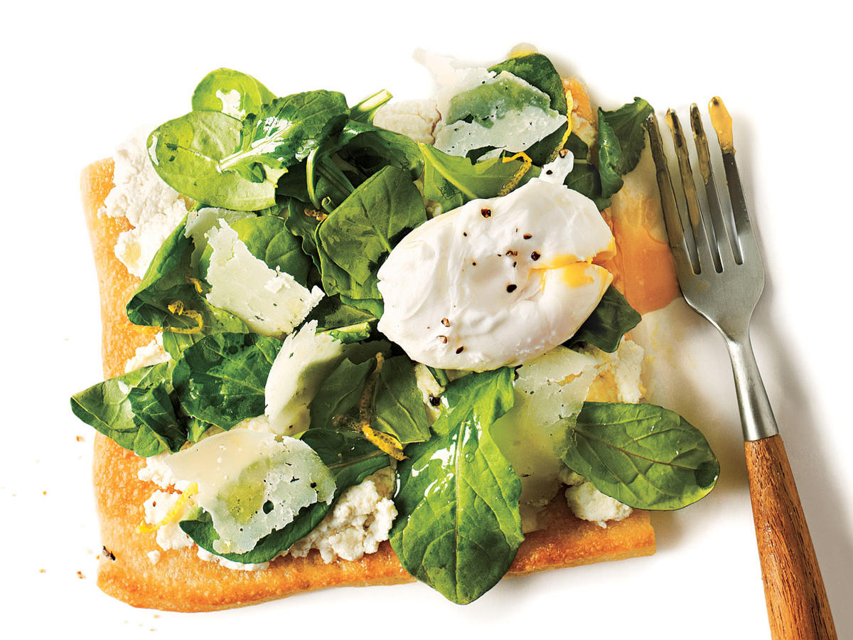 Arugula Pizza with Poached Eggs Recipe