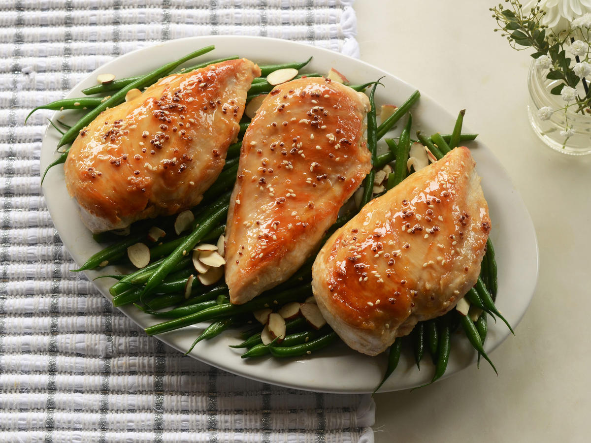 Honey and Sesame-Glazed Chicken Breasts with Green Beans