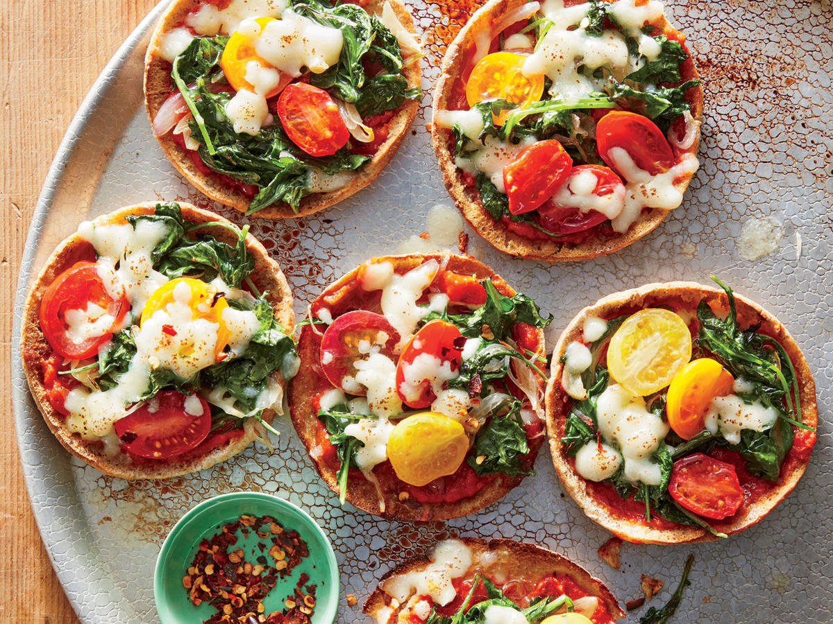 Mini Mozzarella-and-Kale Pita Pizzas