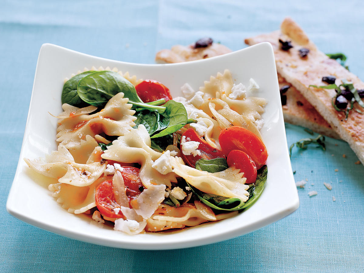 Farfalle with Tomatoes, Onions, and Spinach