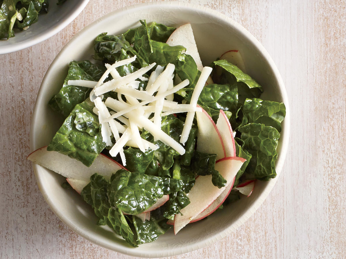 1511 Kale Salad With Apple and Cheddar