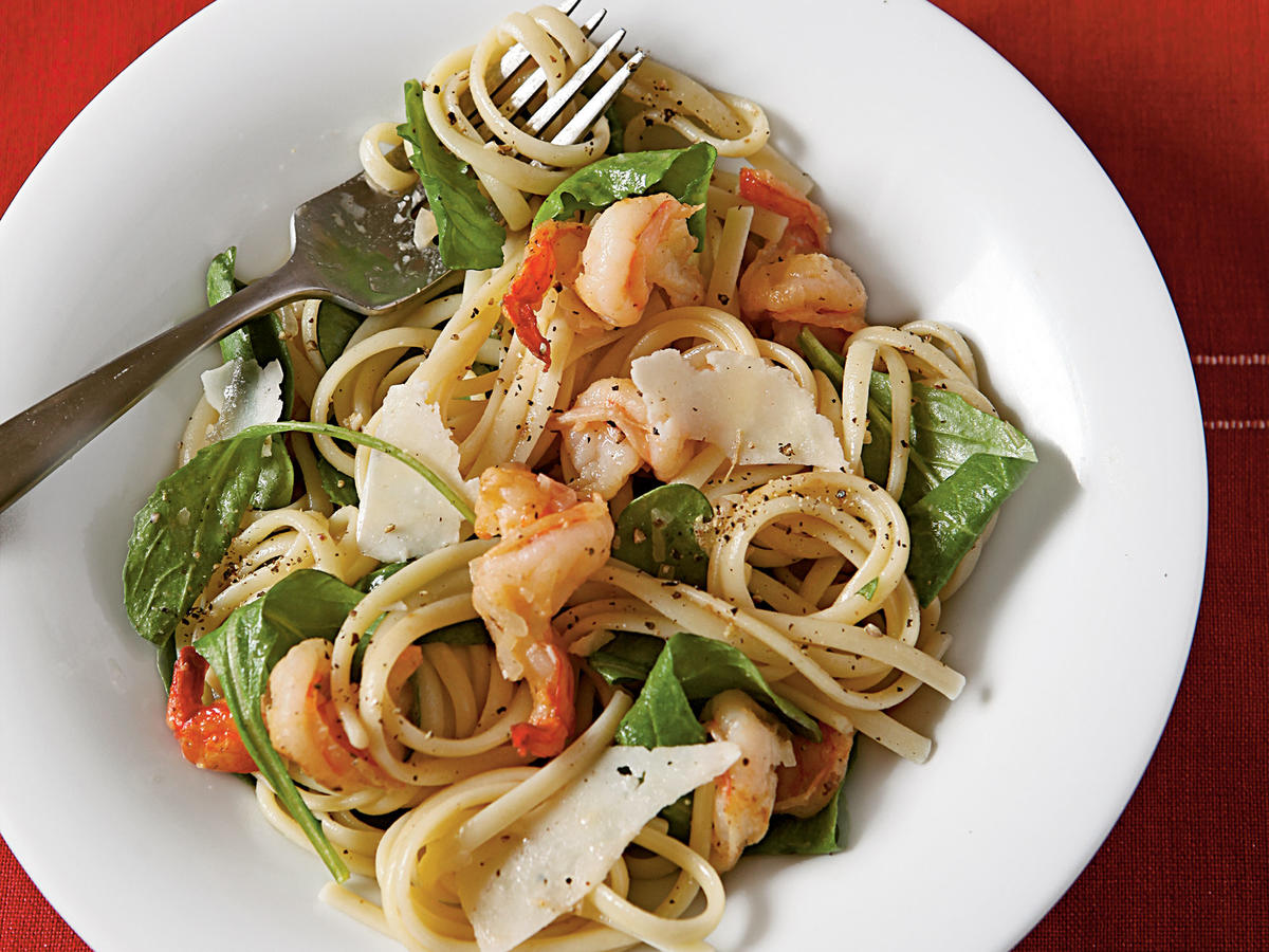 Healthy Peppery Pasta with Arugula and Shrimp Recipe