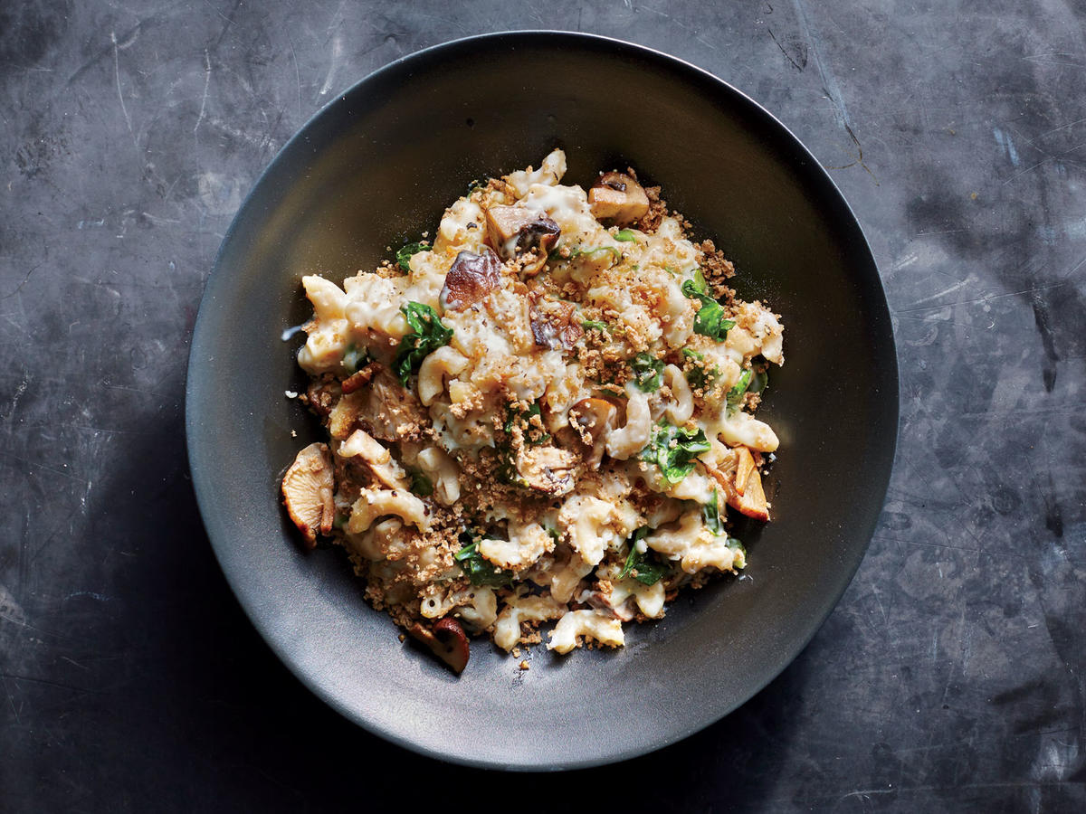 1709 Skillet Mushroom Mac and Cheese - Sunday Strategist