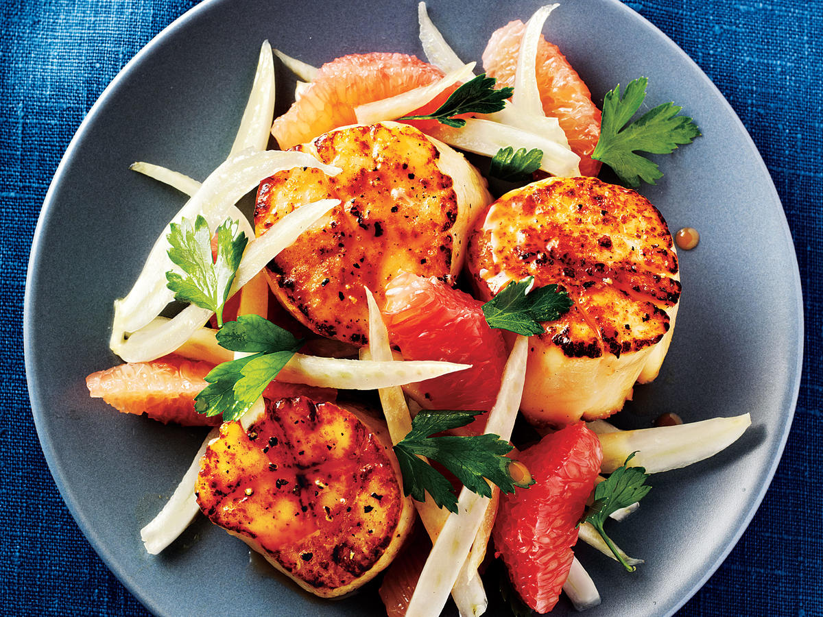 Seared Scallops with Fennel and Grapefruit Salad