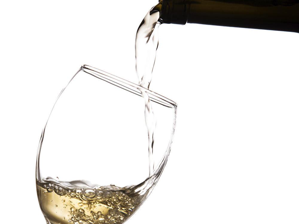 gettyimages-468993257-white-wine-sauvignon.jpg
