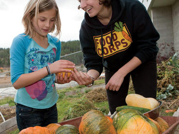 mt-kalispell-zoe-and-girld-pumpkins-and-wheelbarrow-smile-1748.jpg