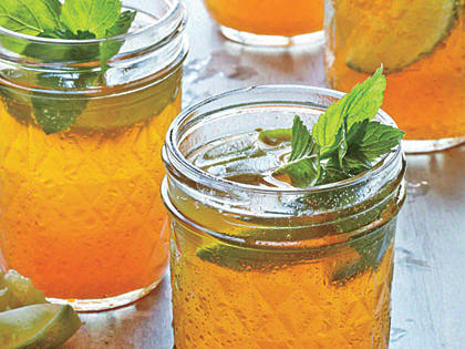 sweet-tea-mint-juleps.jpg