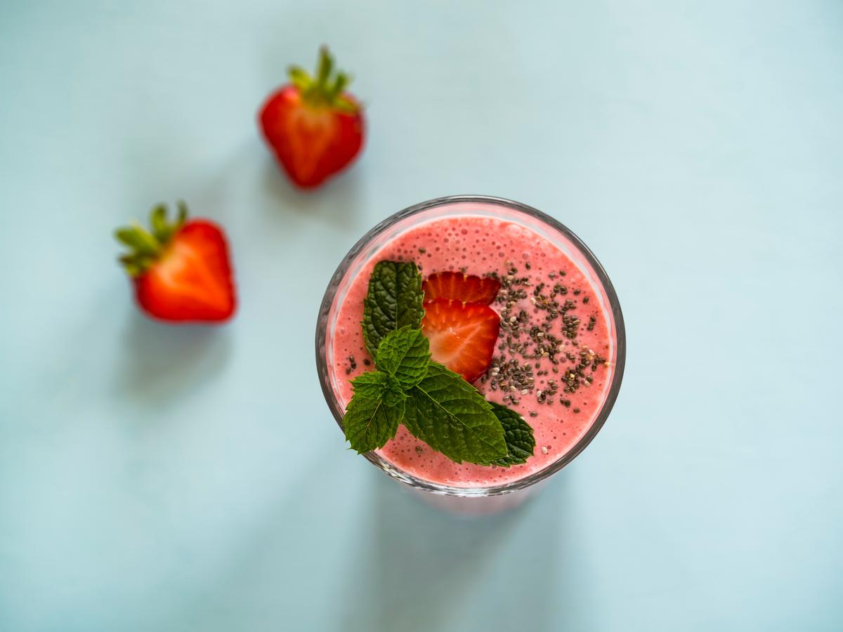 Strawberry coconut keto smoothie low carb