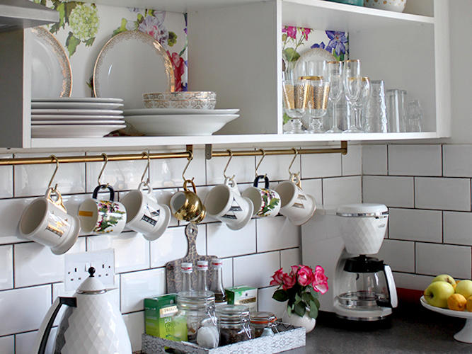 Swoon Worthy kitchen storage hack for mugs