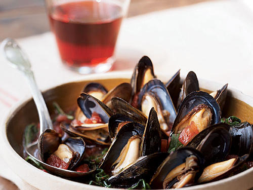 Mussels with Tomato-Wine Broth