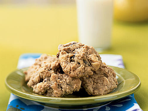 Healthy White Chocolate, Strawberry, and Oatmeal Cookies Recipe