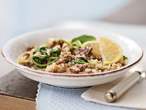 The golden-brown onions add sweetness, while the cheese brings a salty flavor, both tempering the bitter arugula. A garnish of sour lemon slices brightens the flavor.