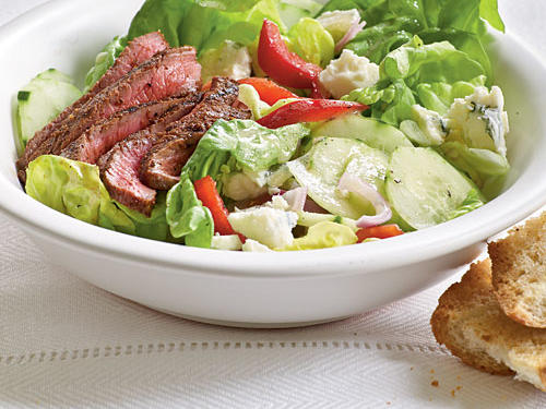 Healthy Dinner Recipe: Barbecue Sirloin and Blue Cheese Salad