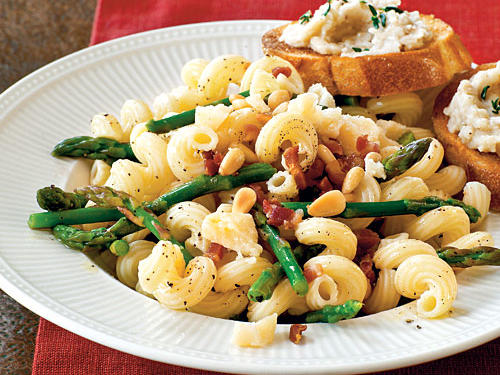 Healthy Dinner Recipes: Pasta with Asparagus, Pancetta, and Pine Nuts