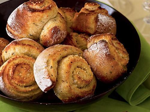 No-Knead Overnight Parmesan and Thyme Rolls Recipes