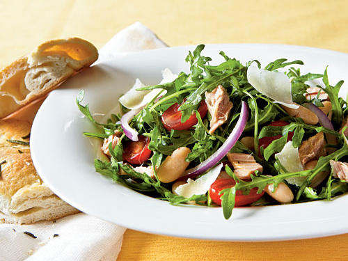 Healthy Dinner Recipe: Arugula, Italian Tuna, and White Bean Salad