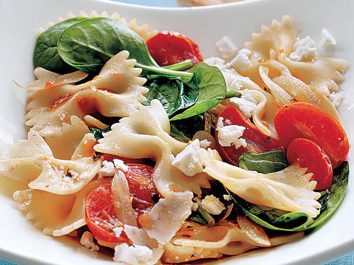 100 Pasta Recipes: Farfalle with Tomatoes, Onions, and Spinach