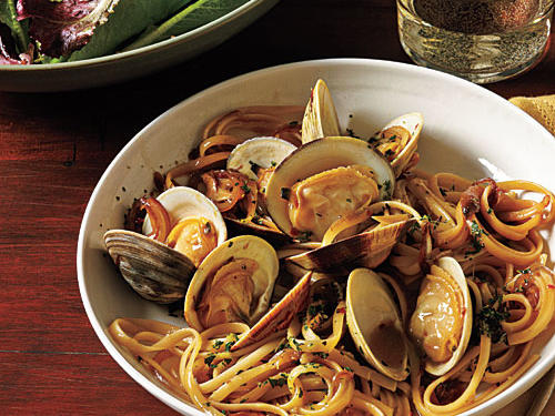 100 Pasta Recipes: Linguine with Clams and Fresh Herbs