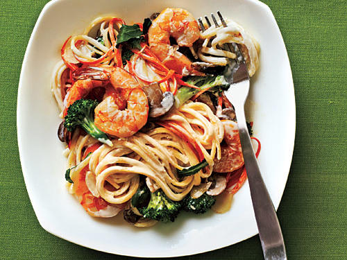 Creamy Linguine with Shrimp and Veggies