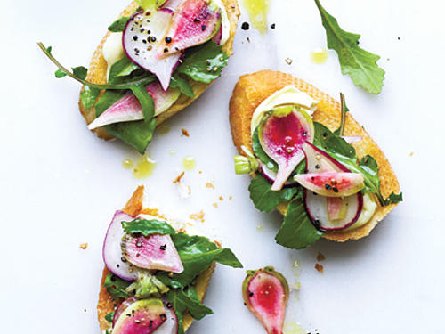 Radish and Arugula Crostini with Brie